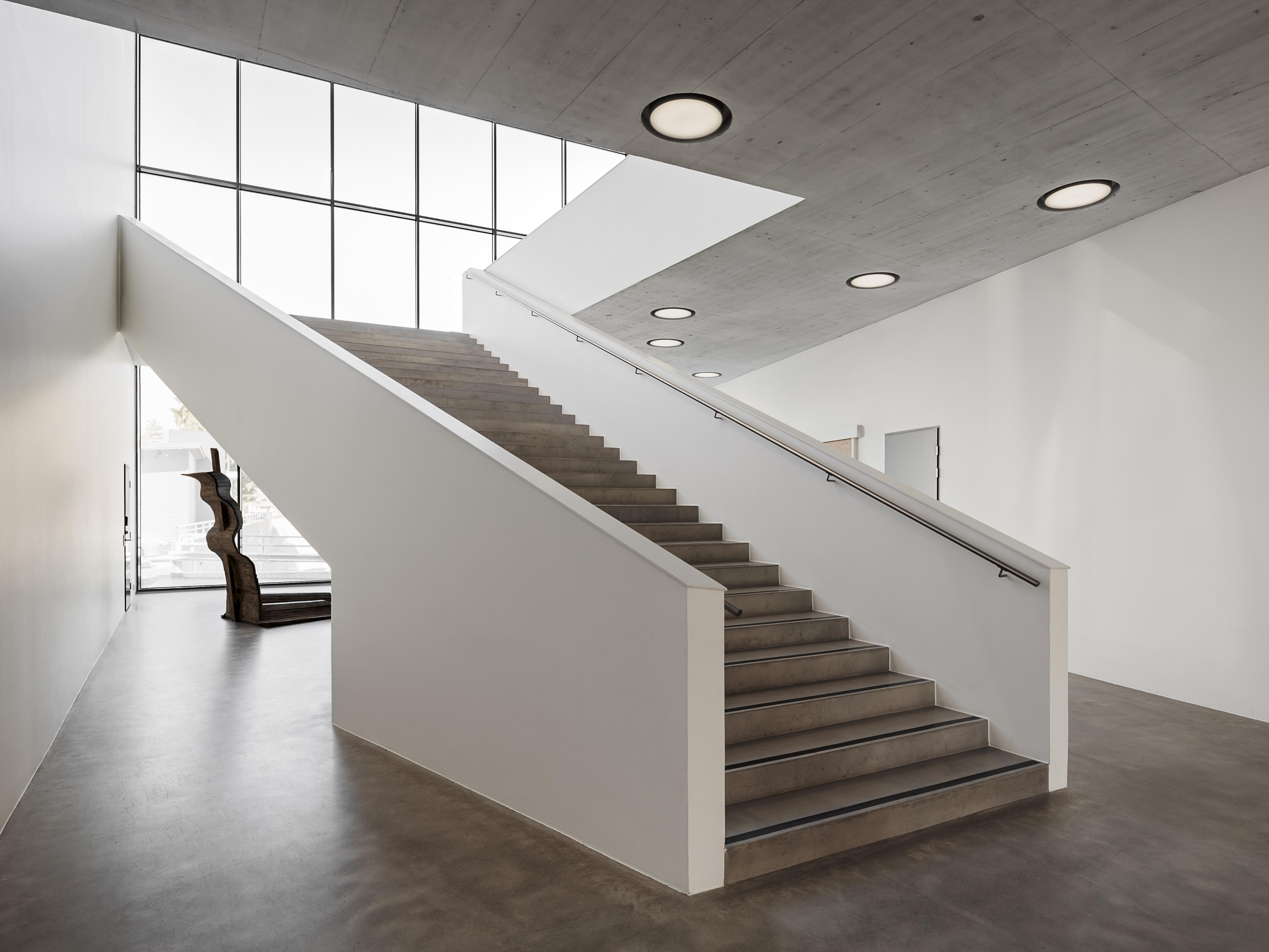 Kangasala-talon yleisölämpiön pääportaikko on näyttävä osa arkkitehtuuria.