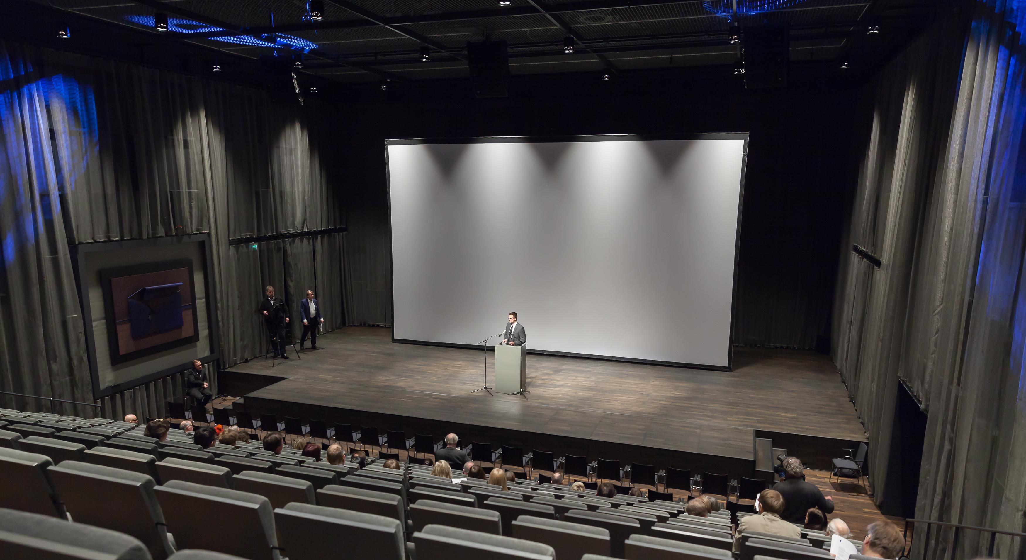 Kangasala-sali on viihtyisiä kokouspaikka alle 300 hengelle.