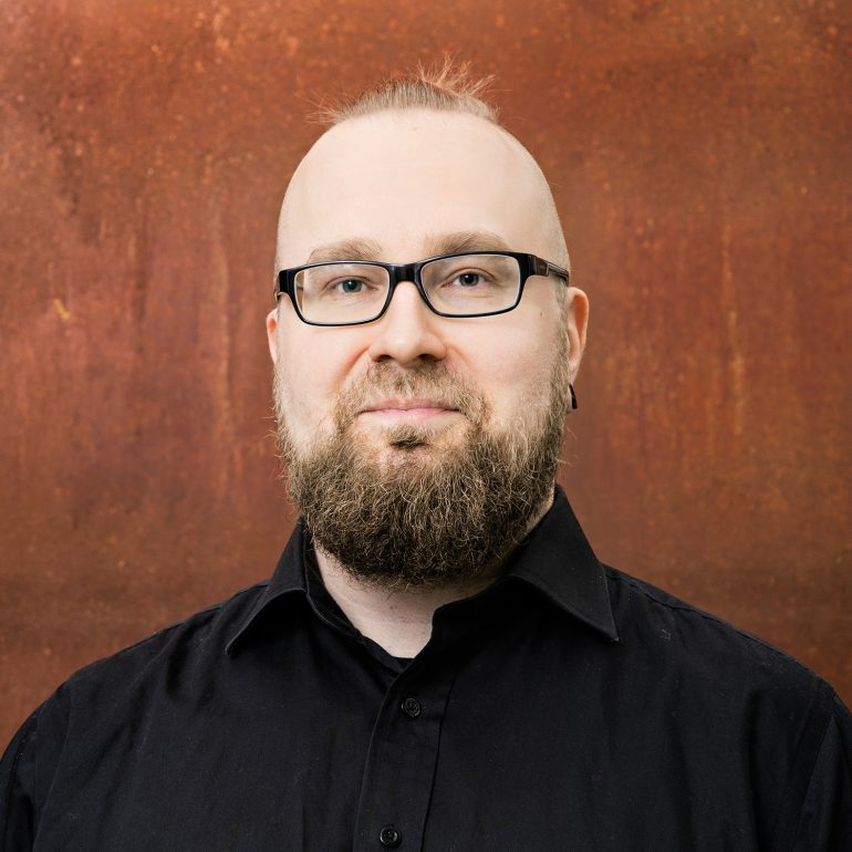 Kangasala-talon asiakaspalvelija Mikko Ahava.