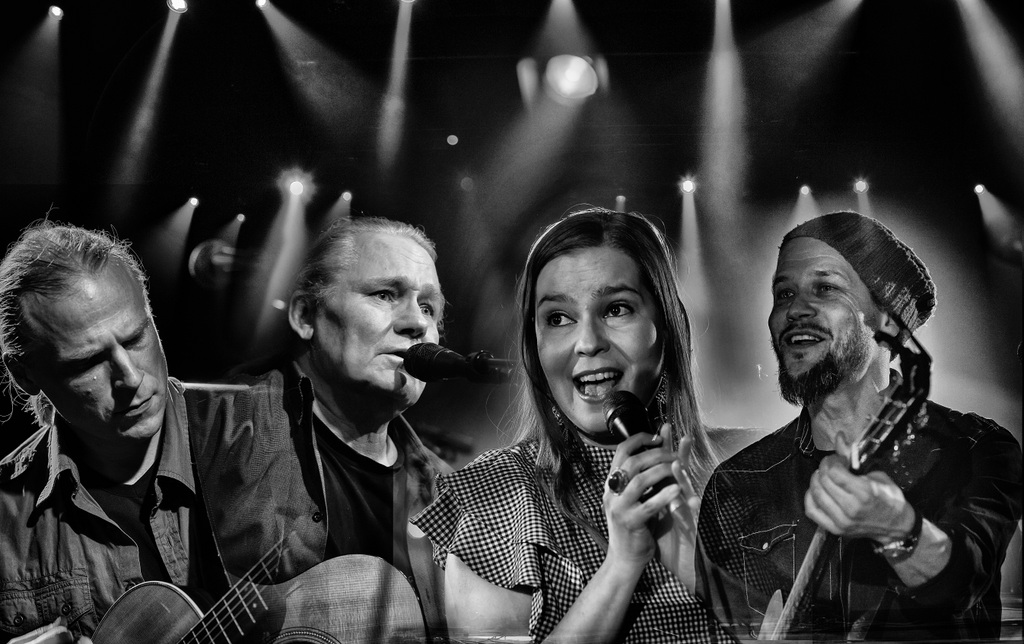 Edu Kettunen, Mika Kuokkanen sekä Johanna ja Mikko Iivanainen esiintyvät Kangasala-talossa.