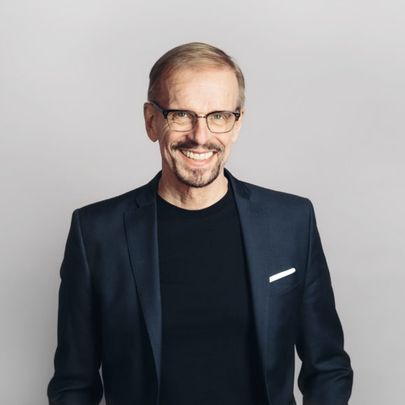 Komediaa Kangasalla: Jukka Puotila show Kangasala-talossa.