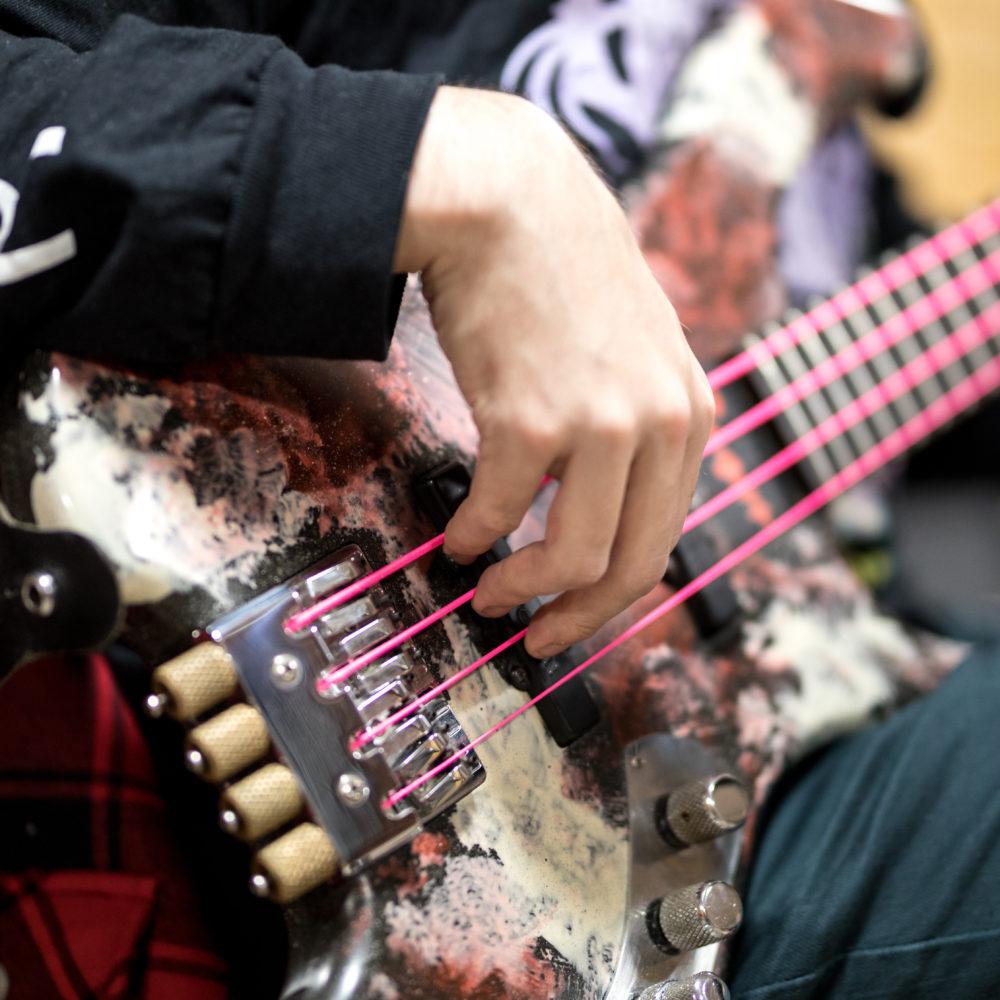 Pirkanmaan musiikkiopiston rytmimusiikkilinjan oppilaat esiintyvät konsertissa