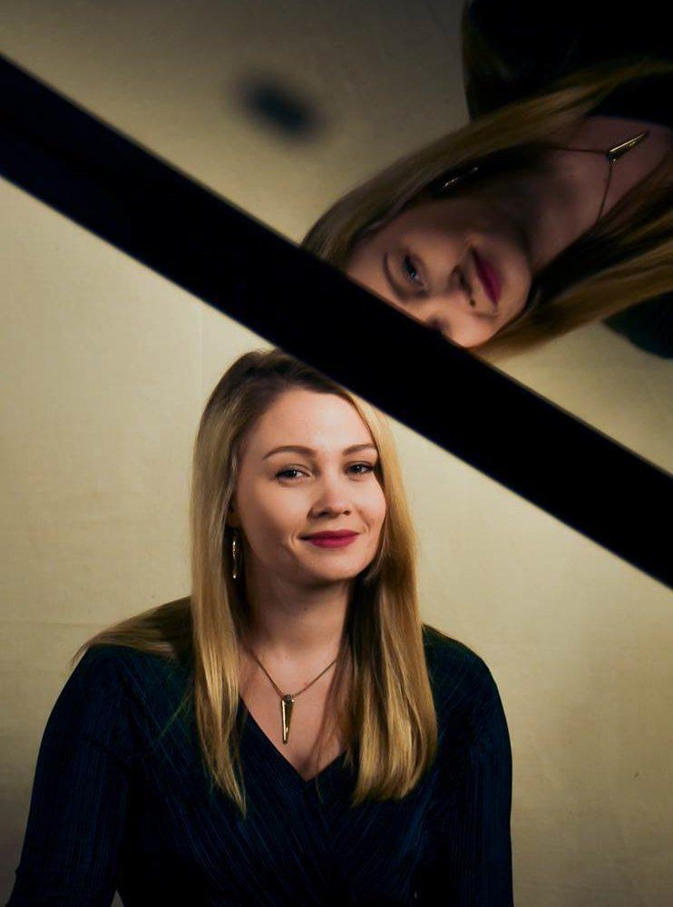 Valovoimainen ruotsalainen pianistilupaus Greta Åstedt konsertoi Kangasala-talossa lokakuussa 2019.