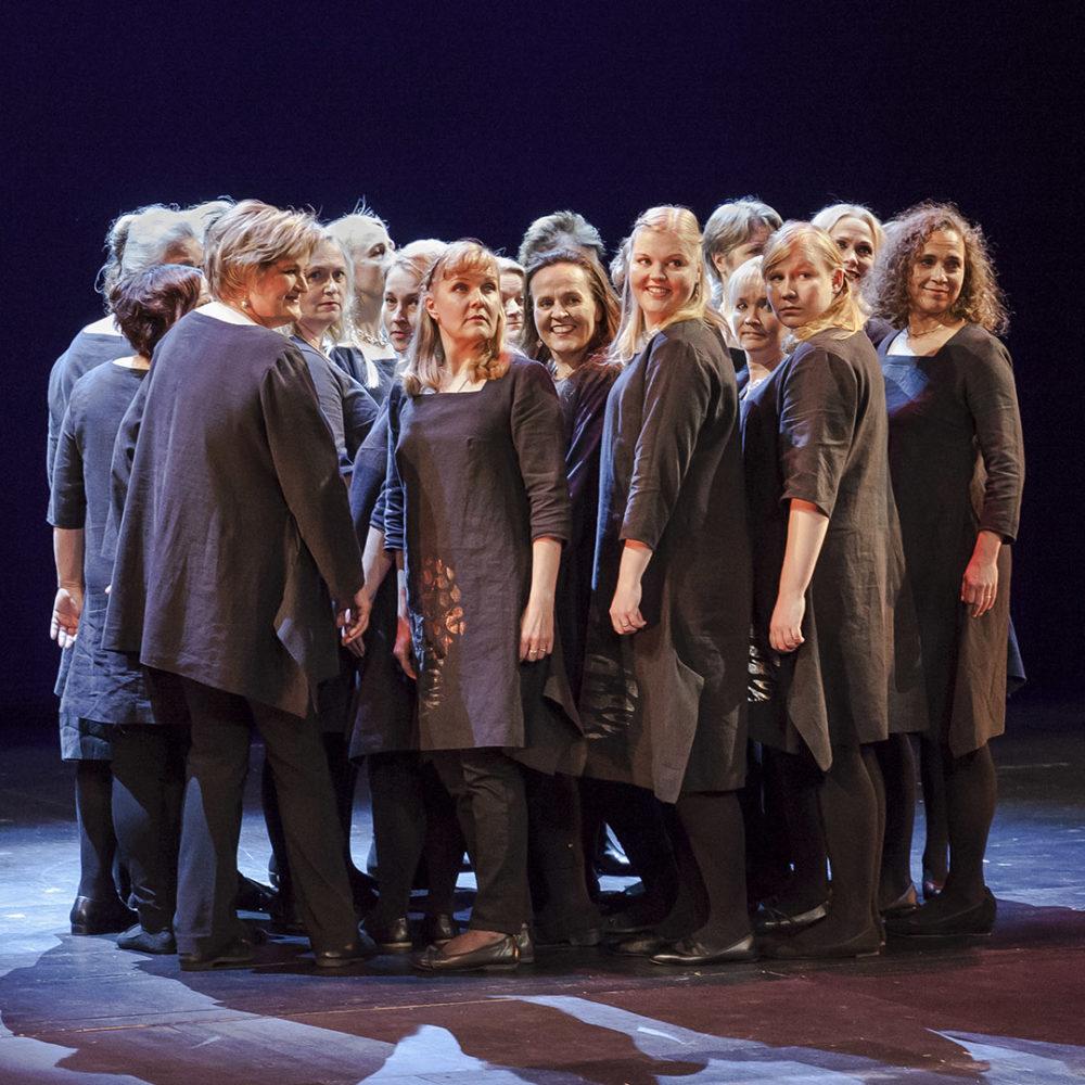 Naiskuoro Open Voice ja Eija Ahvo esittävät Eino Leinon runoihin sävellettyjä lauluja ja Edith Södergranin tekstejä Kangasala-talossa lokakuussa 2019.