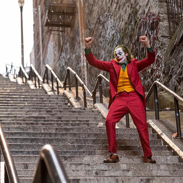 Joaquin Phoenix tekee Oscarin arvoisen roolisuorituksen Jokerina ohjaaja Todd Phillipin näkemyksessä pahamaineisesta DC-pahiksesta. Joker -elokuva Kangasala-talon K-Kinon valkokankaalla joulukuussa 2019.