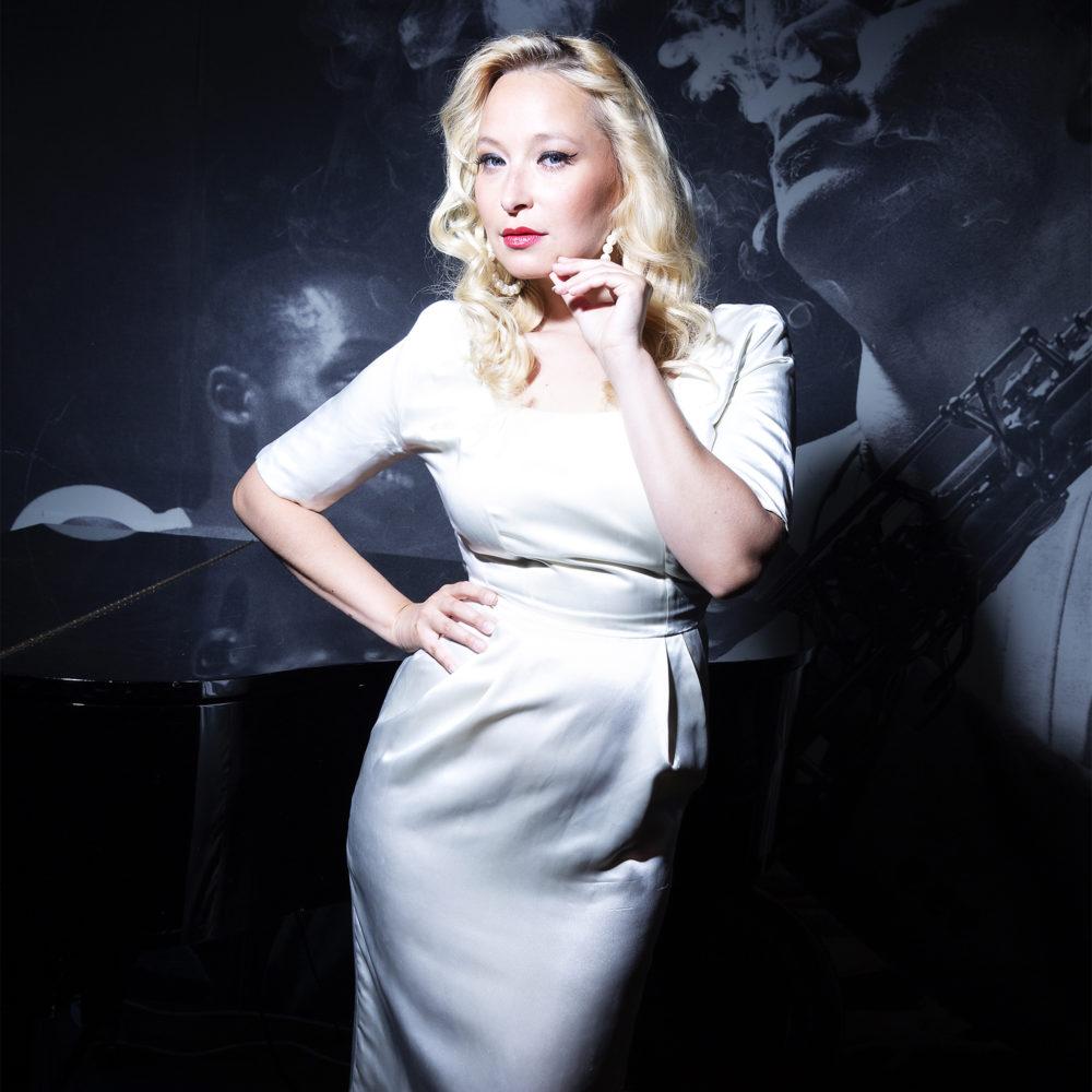 Anna Inginmaa esiintyy Kangasala-talossa keväällä 2020.