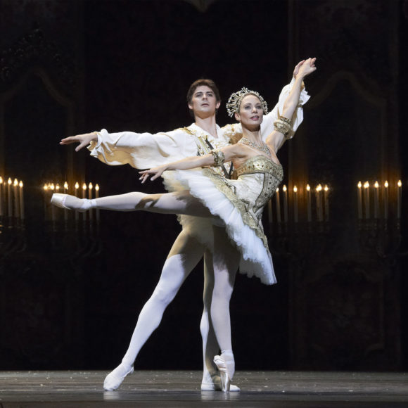 Tšaikovskin musiikkiin pohjautuva klassikko Pähkinänsärkijä Wienin Staatsballettin esityksenä K-Kinon valkokankaalla Kangasala-talossa tammikuussa 2020.