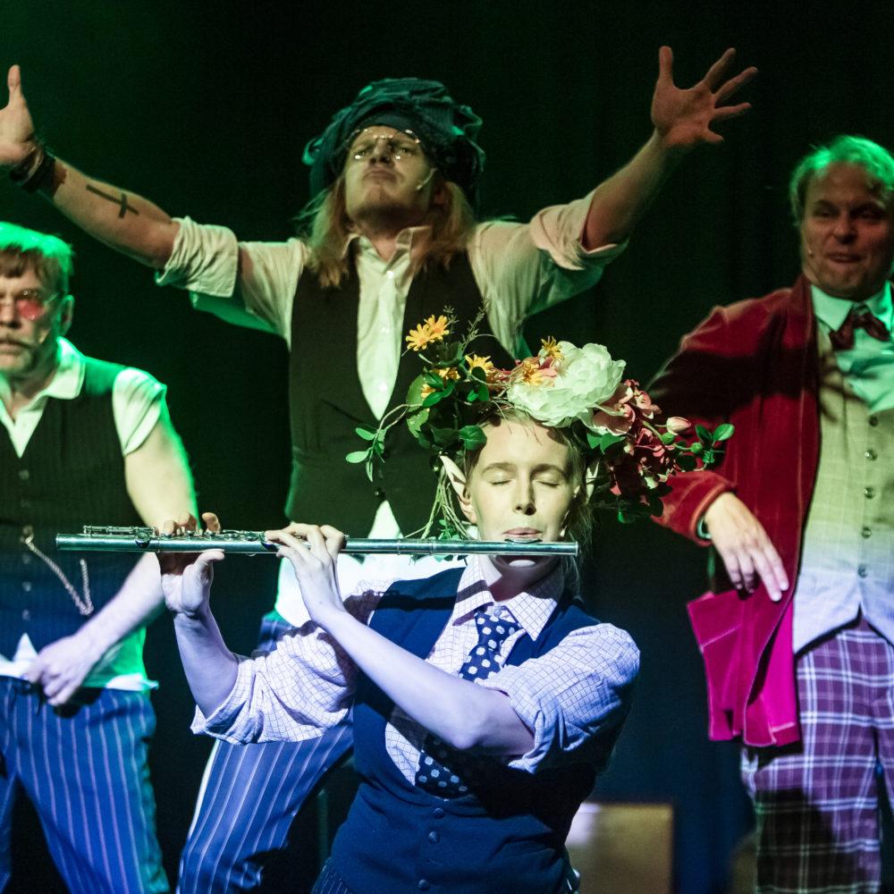Jules Vernen klassikkoteokseen pohjautuva viihdyttävä koko perheen seikkailumusikaali Maailman ympäri 80 päivässä Kangasala-talossa maaliskuussa 2020.
