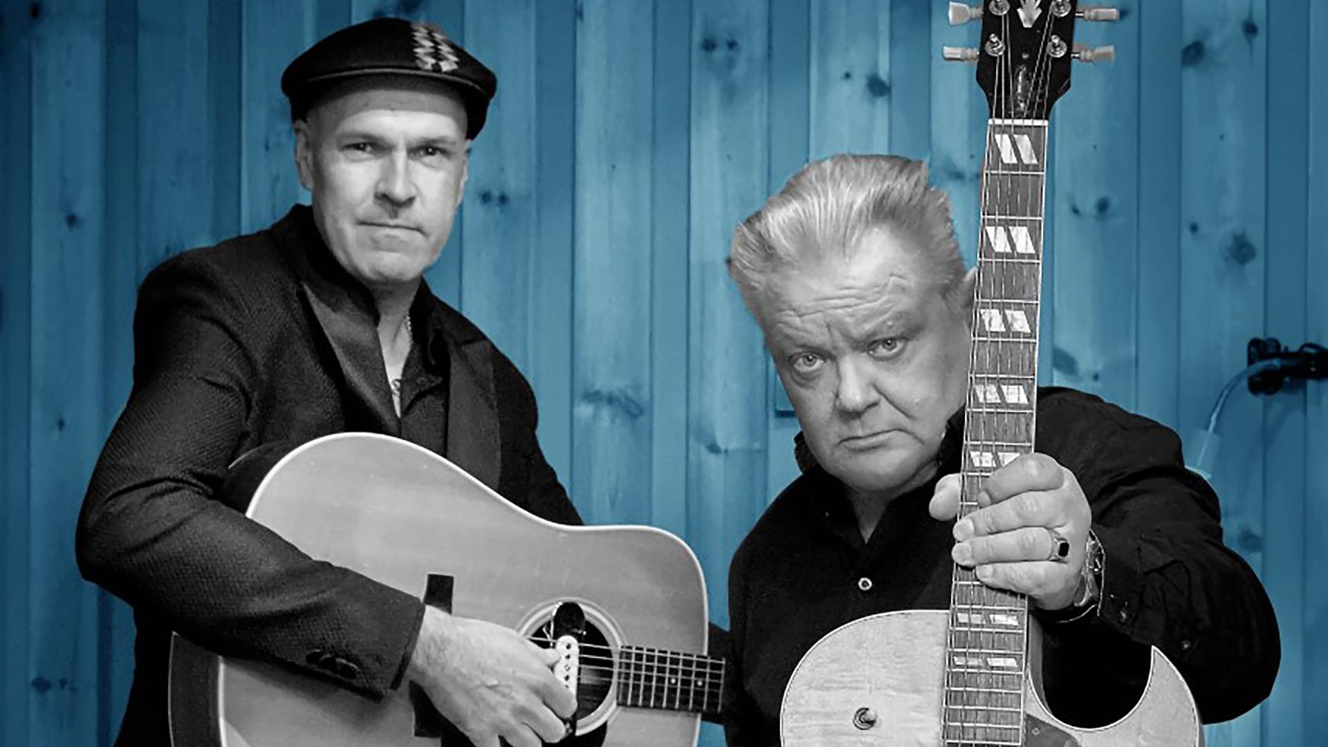 Kangasala-salin lavan valtaa Agentsin sieluna tunnettu kitaristi Esa Pulliainen yhdessä rock-pianisti Mr. Breathlessin kanssa keskiviikkona 16.9.2020.