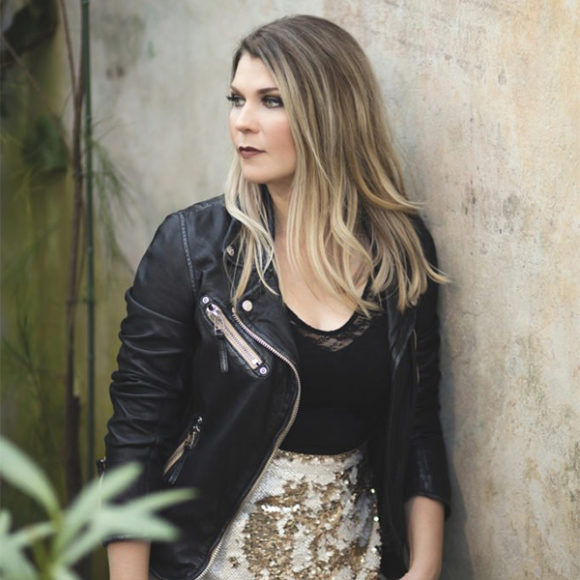 Katri Ylander esiintyy levynjulistuskiertueellaan Kangasala-talossa marraskuussa.