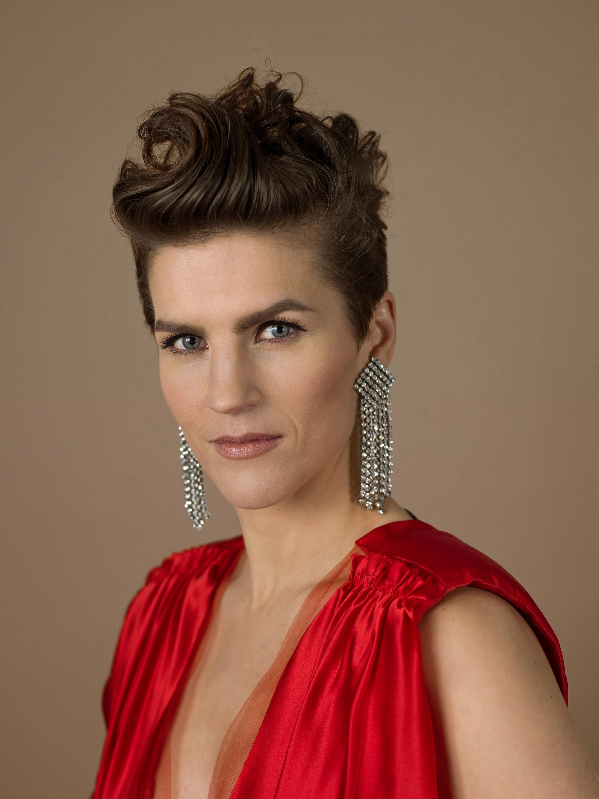Maria Ylipää tulkitsee tango nuevon mestarin Astor Piazzollan rakastetuimpia sävellyksiä Kangasala-talossa 8.4.2021.