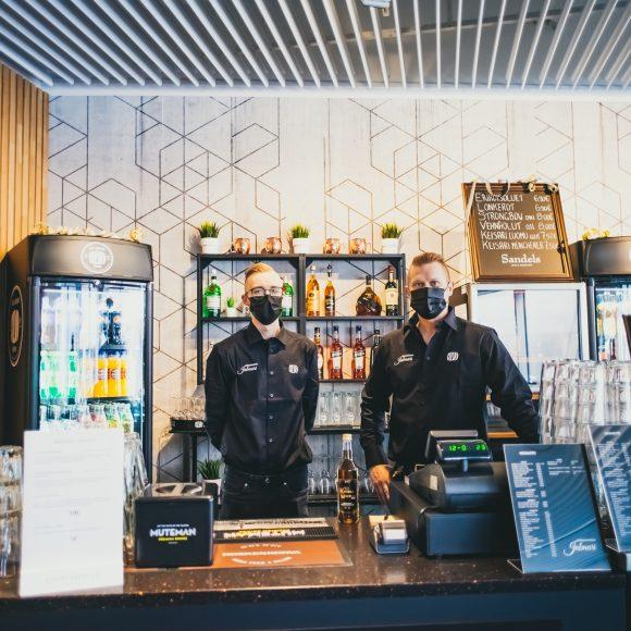 Kuva Kangasala-talossa toimivan Kulttuuriravintola Jalmarin avajaisista.