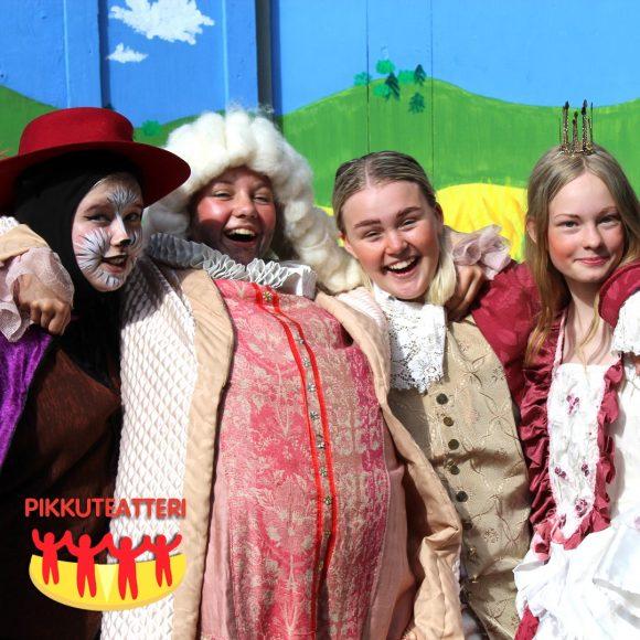 Pikkuteatterin juhlanäyttely on nähtävissä Kangasala-Talossa 2.-29.9.2021.